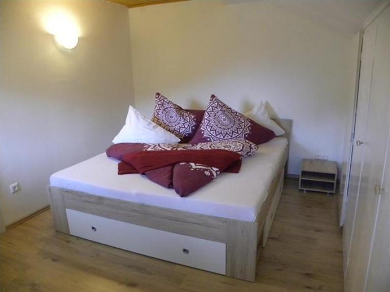 großes_Doppelbett_im_Schlafbereich